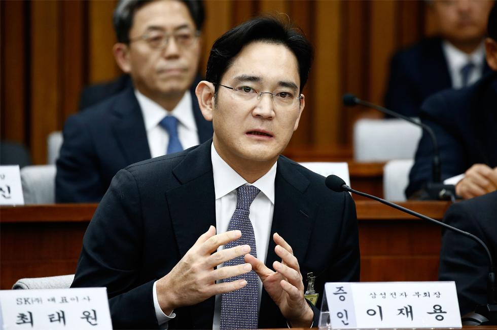 9-1502330436047 Một năm thăng trầm của Samsung: Con bạch ngựa 800.000 USD, Thái tử Lee ngồi tù và doanh thu kỷ lục