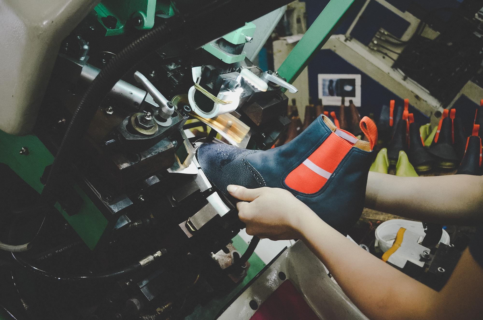 Nơi robot không thay thế được con người: 150 nhân công, 300 đôi giày thủ công cao cấp mỗi ngày và ước mơ khởi nghiệp của doanh nhân Miền Tây sinh năm 1976 - Ảnh 9.