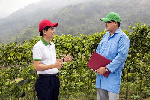 Ông Nguyễn Mạnh Hùng, Chủ tịch Nafoods (trái). Ảnh: Ngọc Thu