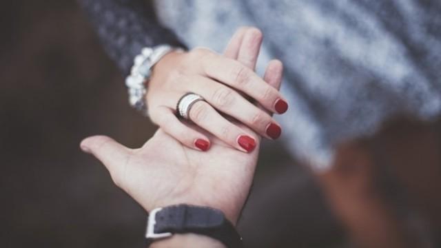 Đàn ông có 6 đặc điểm này xứng đáng để bạn gửi gắm cả đời - Ảnh 1.