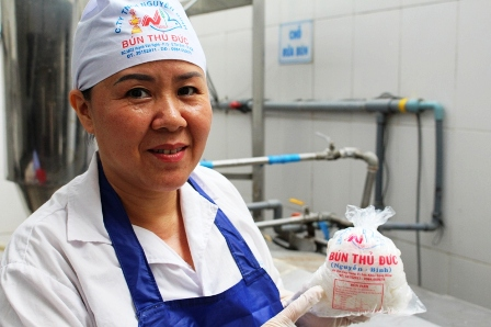 Từ hái hạt điều, cấy lúa thuê... đến bán thịt heo, người phụ nữ này hiện sở hữu thương hiệu 100 tỷ nhờ sợi bún - Ảnh 1.