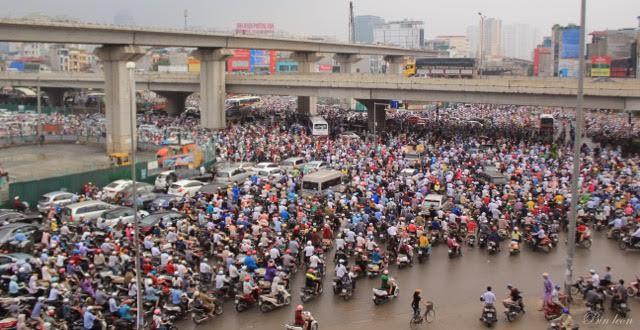 Chuyên gia hiến kế giúp Hà Nội hết tắc đường: Bỏ xe máy đi, tạo điều kiện cho người dân sở hữu ô tô - Ảnh 2.