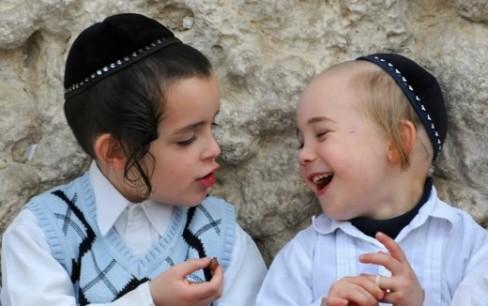 Trong khi bố mẹ Việt dùng Ipad dỗ con thì người Do Thái lại có cách thông minh hơn để dạy chúng về tiền bạc - Ảnh 2.