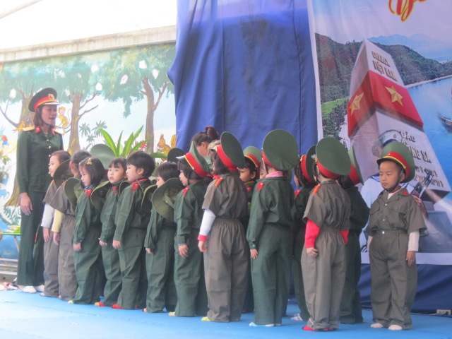 Đừng chỉ chăm chăm con ngoan trò giỏi, bố mẹ Việt hãy dạy con 5 bài học tối thiểu này để chúng đứng vững trong trường đời sau này - Ảnh 3.