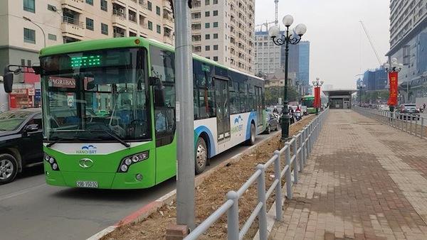 Nhà chờ buýt nhanh Lê Văn Lương. Ảnh Tiến Hiếu