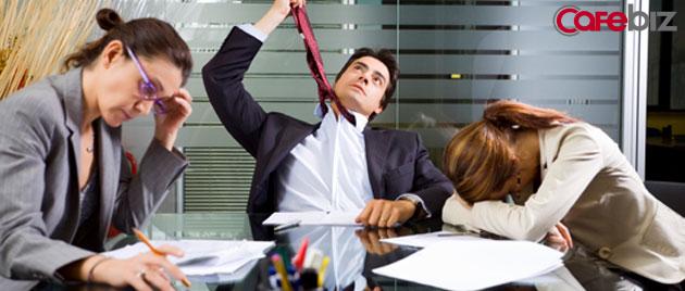 """Đừng bao giờ tin khi sếp vỗ vai bạn và nói: """"Cứ đam mê làm việc đi, rồi tiền bạc, danh vọng sẽ tự đến"""" đấy thực chất chỉ là một chiêu bóc lột sức lao động thôi! - Ảnh 4."""