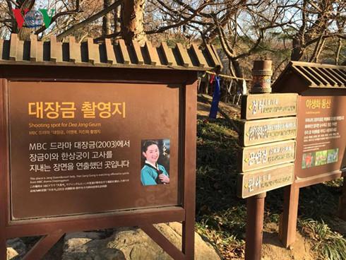 Dùng phim trường làm du lịch, hãy học Hàn Quốc - Ảnh 1.