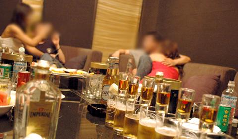Kí sự mại dâm ở Hàn Quốc của một đồng tính nam: Đàn ông ở đây chịu chơi gấp 16 lần ở Mỹ, Ferrari, du thuyền, máy bay chưa là gì! - Ảnh 2.
