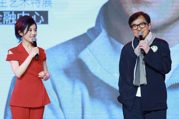 Thành Long trong sự kiện mới đây ở Thượng Hải. Ảnh: Sina.