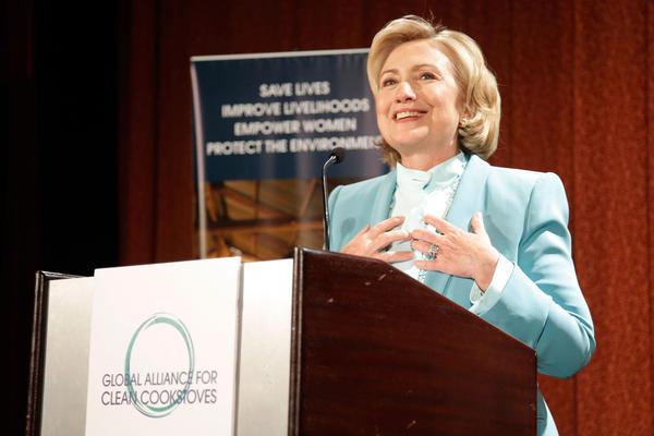 Bà Hillary Clinton phát biểu tại hội nghị của Liên minh Bếp nấu Sạch Toàn Cầu.