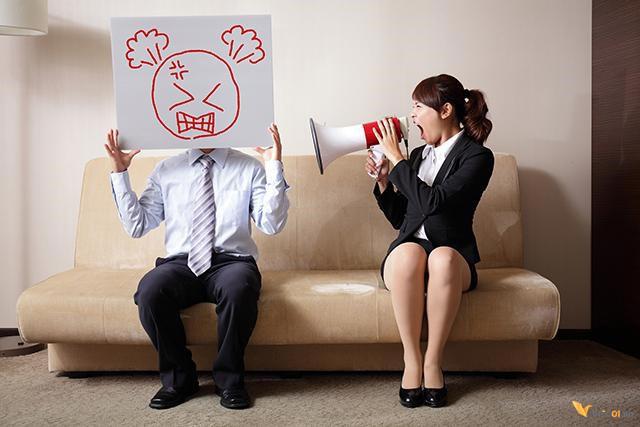 4 dấu hiệu chứng tỏ sếp là nguyên nhân chính khiến không khí làm việc căng thẳng, độc hại với mọi nhân viên - Ảnh 1.