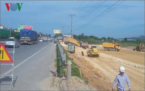 Tuyến các con phố xa lộ 10 làn xe Thứ nhất ở Quảng Ninh (Hải Phòng - Vân Đồn) đang triển khai: Ảnh VOV