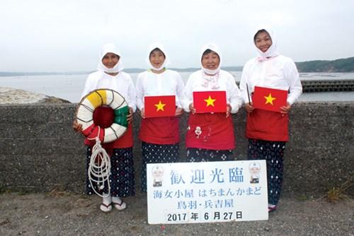 Đội ngũ 4 ama của nhà hàng Hachiman Kamado