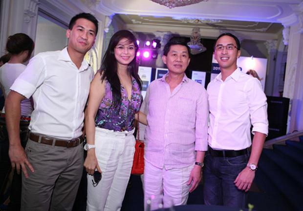 Phillip Nguyễn sinh ra và lớn lên trong một gia đình bề thế với bố là ông Johnathan Hạnh Nguyễn - chủ tịch tập đoàn chuyên phân phối những thương hiệu thời trang danh tiếng.