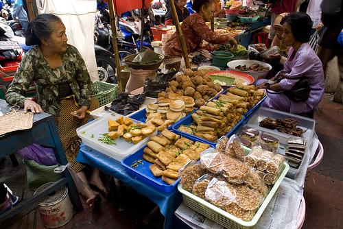 Những người bán hàng rong có thể thành cứu tinh cho nền kinh tế Indonesia bằng cách này - Ảnh 3.
