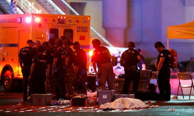 Số thương vong lên tới hơn 450 người: Xả súng Las Vegas trở thành vụ việc chết chóc nhất trong lịch sử Mỹ hiện đại - Ảnh 1.