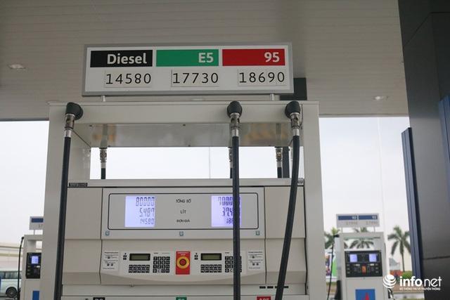 Nhìn người Việt nồng nhiệt chào đâyn trạm xăng phong một vàih chuẩn Nhật, Petrolimex, PV Oil có thấy lo lắng không? - Ảnh 2.