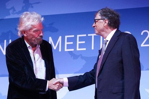 Hai tỷ phú Richard Branson và Bill Gates.