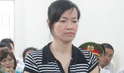 Nguyễn Hồng Anh khai báo giống như một người mắc bệnh tâm thần trước phiên tòa.