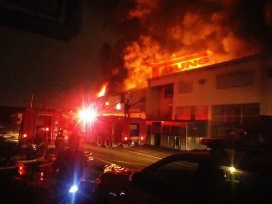 Nhà kho công ty Suzuki cháy rụi trong đêm - Ảnh 2.