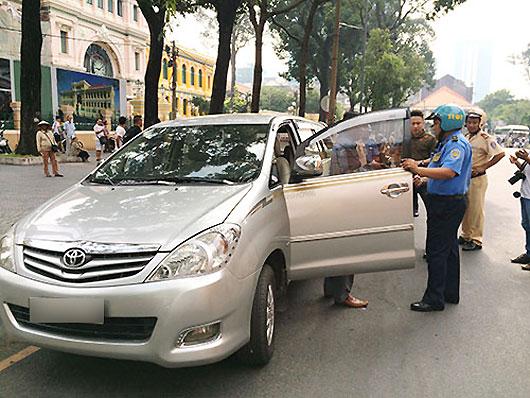 Một trường hợp tài xế Uber bị kiểm tra tại TP.HCM.