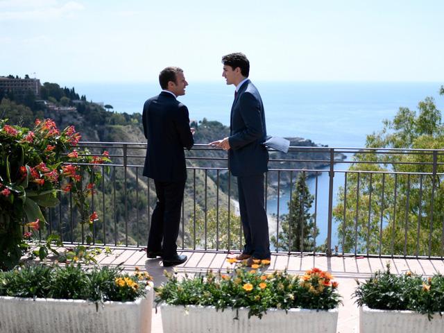 Cộng đồng mạng xôn xao vì những bức ảnh đẹp đến rụng tim của hai vị nguyên thủ tại Hội nghị G7 - Ảnh 2.