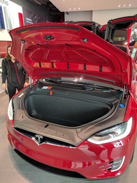 Động cơ của ô tô điện không nằm ở vị trí giống ô tô chạy xăng. Ảnh: H.Đ.Q