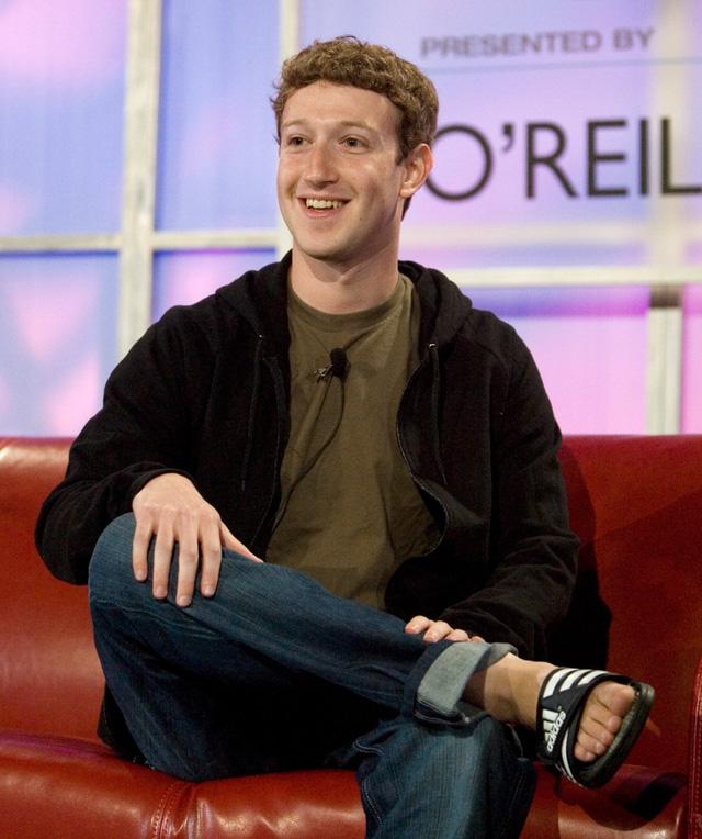 Ngày ấy - bây giờ của 8 tỷ phú công nghệ nổi tiếng nhất Silicon Valley: Từ dép lê, quần bò xắn gấu đến suit lịch lãm - Ảnh 1.