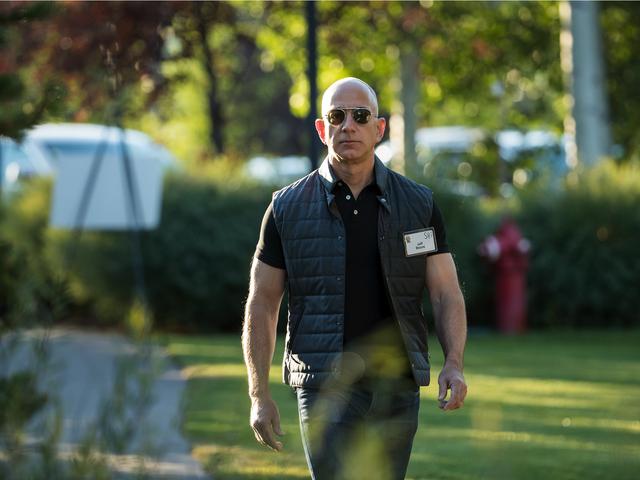 Jeff Bezos: Nhà tài phiệt ngoa ngoắt? - Ảnh 1.