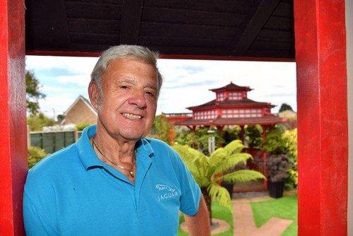 Mê mẩn khu vườn Á Đông như thiên đường của ông lão 80 tuổi - Ảnh 2.