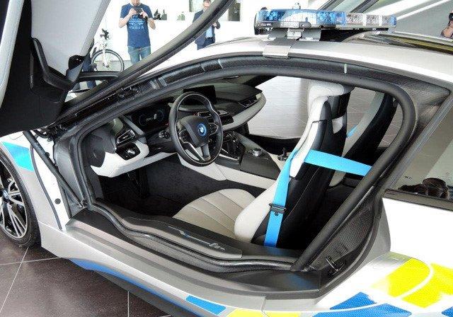 Chẳng ai dám mua, xe bốn phân phốih hybrid khó sống ở Việt Nam - Ảnh 1.