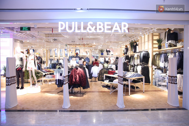 Pull&Bear Việt Nam: Giá rẻ hơn Thái Lan, áo phông giá từ 149.000 đồng, quần jeans từ 699.000 đồng - Ảnh 1.