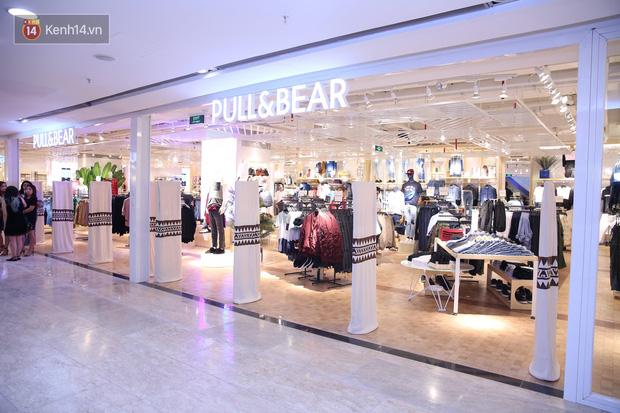 Pull&Bear Việt Nam: Giá rẻ hơn Thái Lan, áo phông giá từ 149.000 đồng, quần jeans từ 699.000 đồng - Ảnh 2.