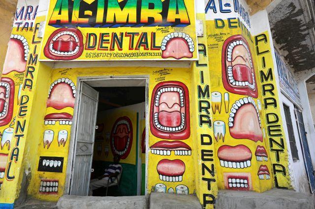 Không cần biển hiệu quảng cáo, đây là cách mời gọi khách hàng vô cùng độc đáo của các doanh nghiệp Somali - Ảnh 1.