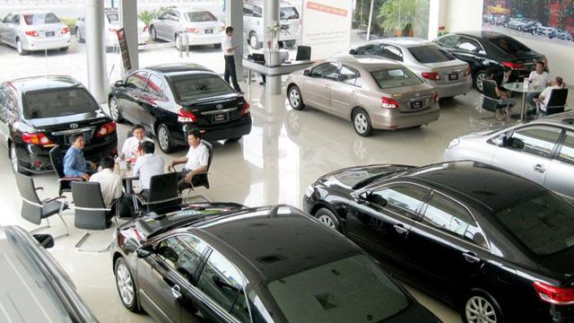 Đại gia ô tô lỗ nặng: Đóng showroom, đi bán nước ngọt, quần áo  - Ảnh 2.