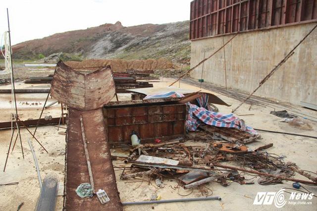 Cận cảnh dự án cấp nước đội vốn 2.500 tỷ đồng nằm 'đắp chiếu', sắt thép hoen gỉ - Ảnh 2.