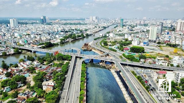 Bến Vân Đồn nhìn từ trên cao, hàng loạt chung cư cao cấp làm thay đổi diện mạo cung đường đắt giá bậc nhất Sài Gòn - Ảnh 2.
