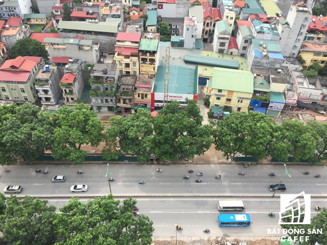 Cận cảnh tuyến đường 5km được mở rộng gấp đôi khiến hàng nghìn người mua nhà khu Tây Bắc Hà Nội mong ngóng - Ảnh 1.