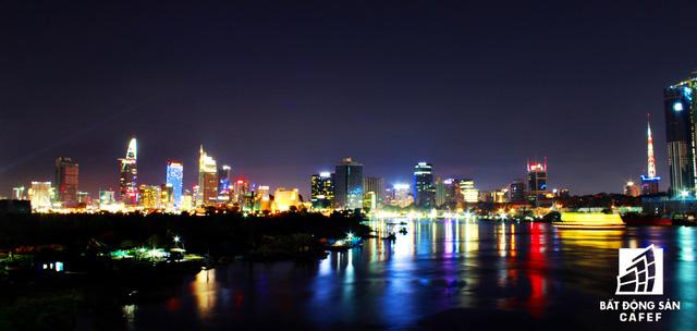Ảnh: Nhiều cao ốc, khu đô thị mới rực rỡ về đêm khiến trung tâm Sài Gòn đẹp lung linh, huyền ảo - Ảnh 2.