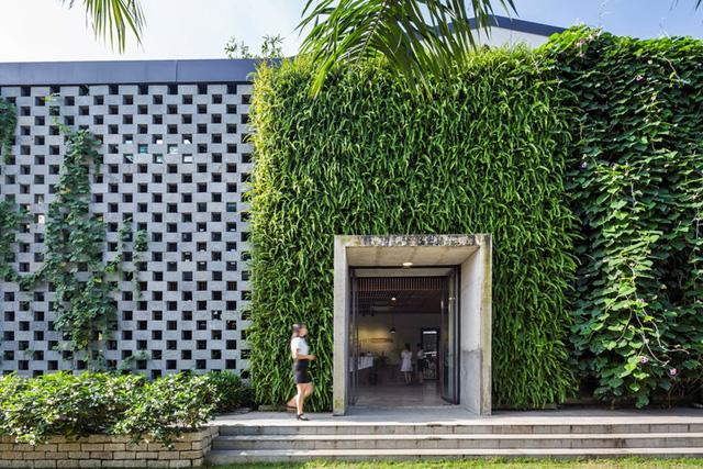 Một xưởng may tại KCN ở Sài Gòn được thiết kế phủ kín cây xanh mướt xuất hiện trên báo ngoại - Ảnh 2.