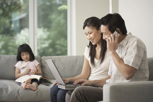Con muốn trở thành... một chiếc điện thoại - Điều ước ngày sinh nhật của con gái nhỏ khiến cha mẹ nhói lòng - Ảnh 1.