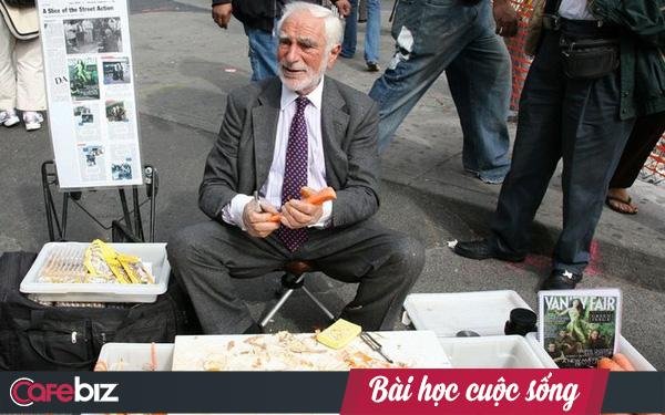 Bài học về sự kiên trì: Không có công ty, ngồi góc vỉa hè bán hàng, người đàn ông này vẫn trở thành triệu phú sau 60 năm bán đồ nạo khoai tây giá 5 USD - Ảnh 1.