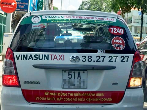 Lãnh đạo Taxi Vinasun: Lái xe tự phát, dán khẩu hiệu phản đối Uber, Grab - Ảnh 2.