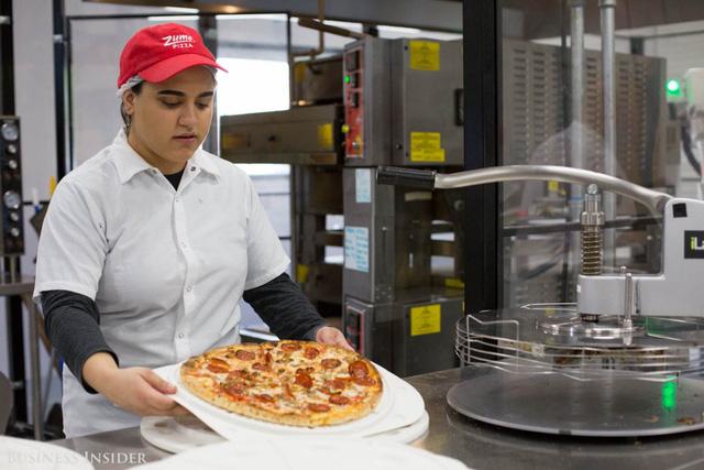 Được làm bởi robot, những chiếc pizza này sẽ là đối thủ đáng gờm của Dominos và Pizza Hut? - Ảnh 2.