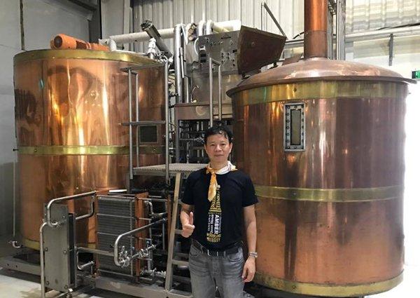 Bia sả, ớt, bia chanh leo củ dền: Hàng lạ made in Vietnam - Ảnh 2.