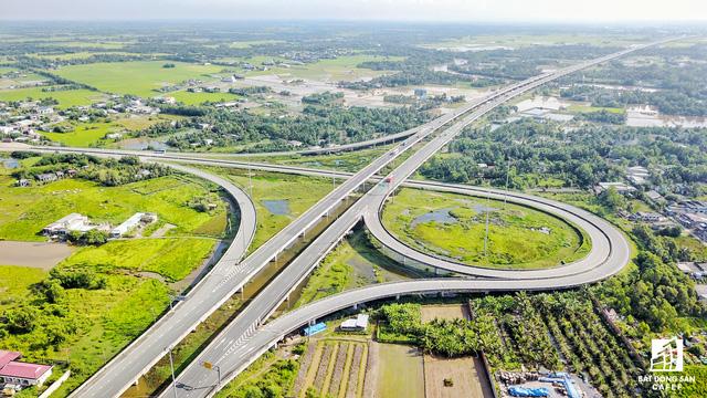 Hệ thống hạ tầng giao thông tại Long An đã thay đổi như thế nào trong 5 năm qua - Ảnh 2.