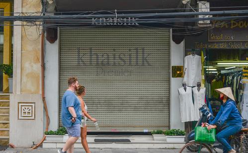 Khaisilk đồng loạt đóng cửa hàng: Không hẹn ngày tái xuất - Ảnh 1.