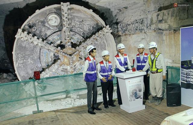 """Robot """"siêu khủng"""" gần 4 triệu USD đã xuyên thủng 781m dưới lòng đất cho nhà ga Metro Sài Gòn  - Ảnh 1."""