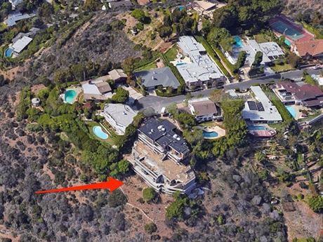 Toàn cảnh villa 72 triệu USD của tỷ phú dị nhân Elon Musk - Ảnh 1.