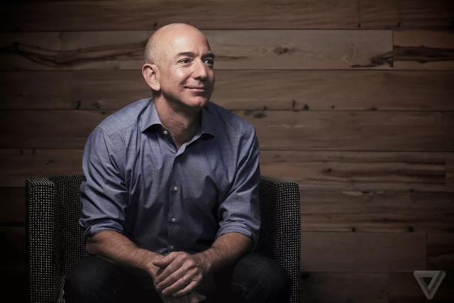 Tỉ phú Warren Buffett tiết lộ 6 nhân vật ảnh hưởng lớn nhất đến cuộc đời của ông: Jeff Bezos là doanh nhân đương đại xuất sắc nhất - Ảnh 1.